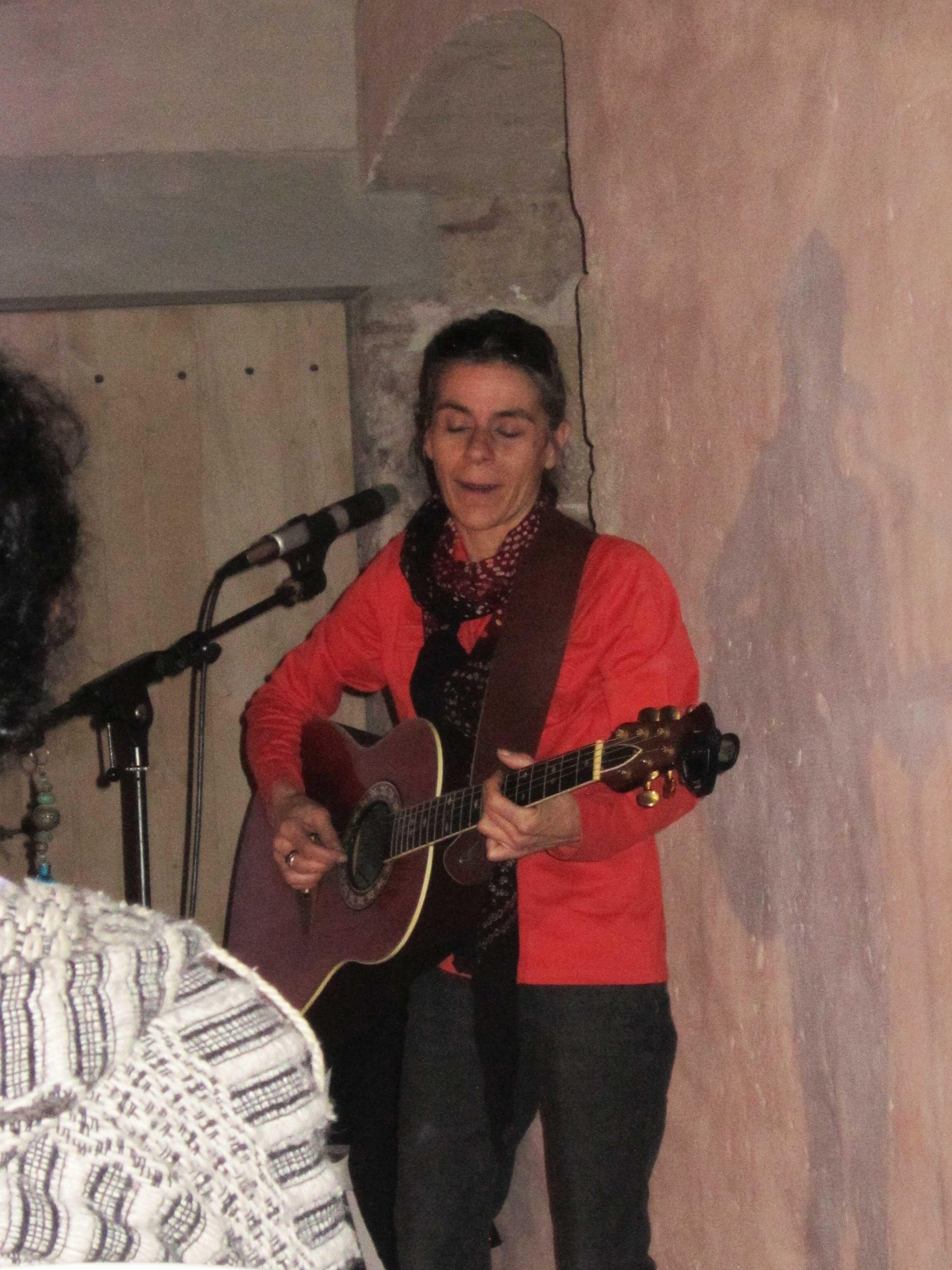 chanteuse-Marie-Azam